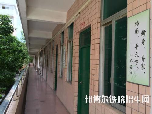 重庆微电子铁路工业学校2019年报名条件、招生对象